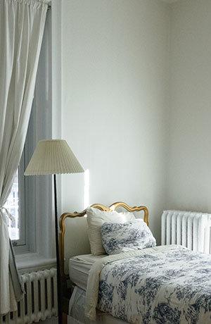 Wanneer een bed in de woonkamer noodzakelijk is | Handicare Trapliften