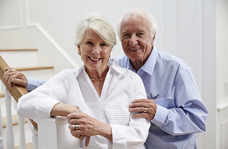 senior_couple_on_stairs-goede.jpg
